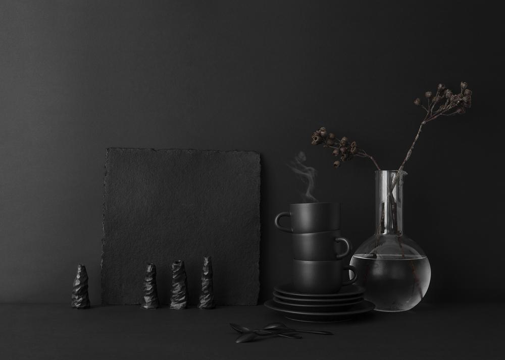 Simsiyah Seramik Tasarımlar ile Karanlık Sofralar