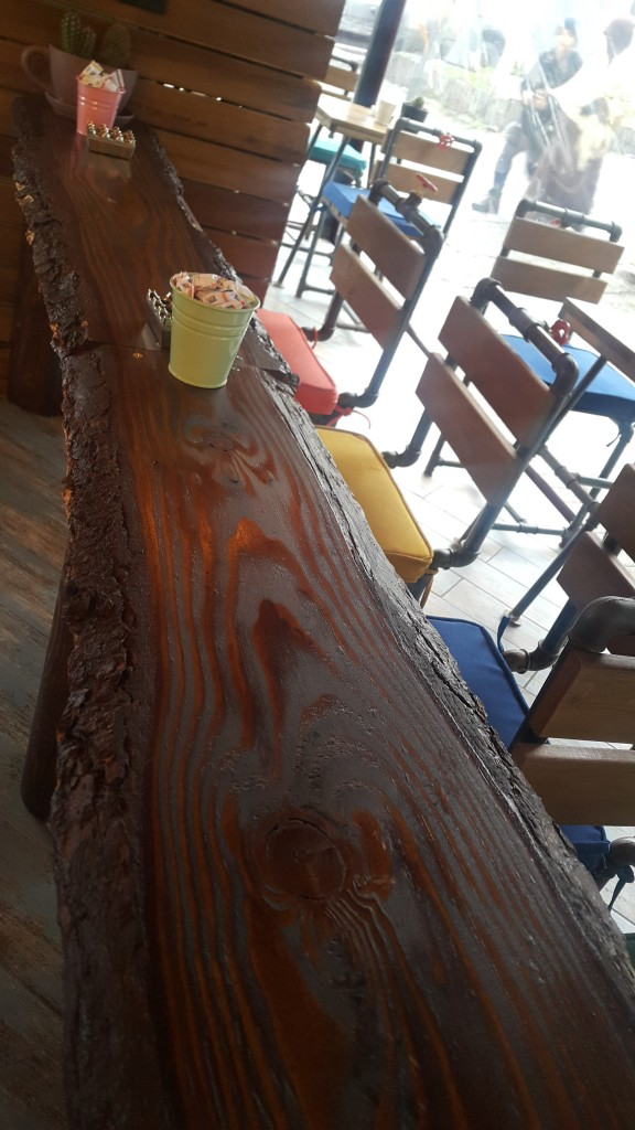 kahve-atelyesi-rustik-masa