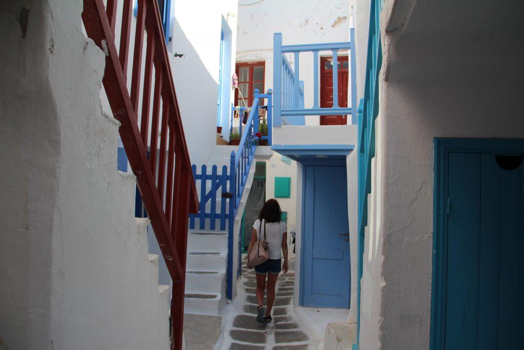 mykonos-renkli-sokaklar