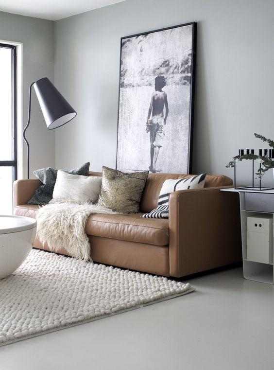 kahverengi-deri-kanepe-salon-dekorasyonu