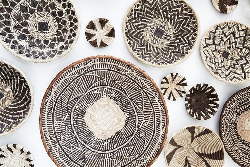 Afrika Duvar Sepetleri: Afrika Hasır Tabaklar ile Duvar Dekorasyonu