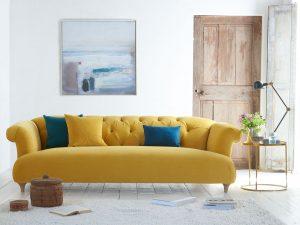 Sarı Koltuk ile Salon Dekorasyonu