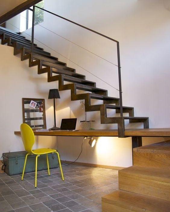 merdiven boşluğu çalışma masası