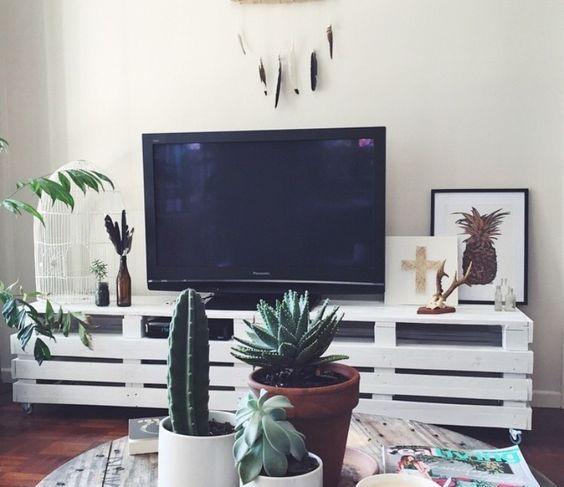 beyaz paletten tv ünitesi boyama
