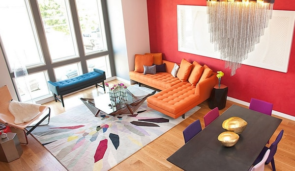 renkli salon turuncu koltuk
