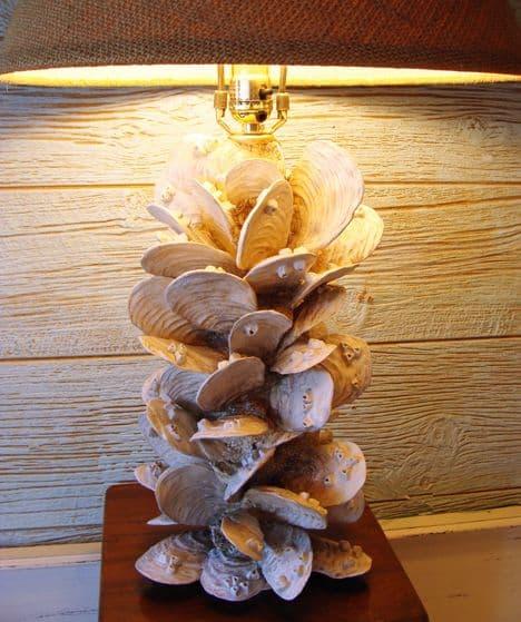 deniz kabuklarıyla abajur süsleme